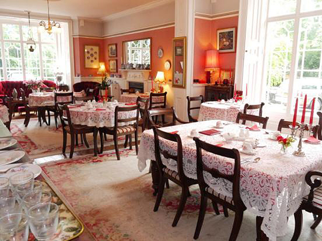 Elegant Dining Room at Victoria Spa Lodge - Stratford-upon-Avon